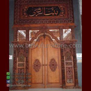 Pintu Masjid Ukiran Gebyok