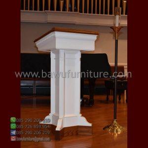 Podium Gereja Kayu Sederhana