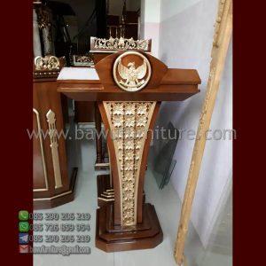 Podium Jati Lambang Garuda