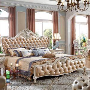 Tempat Tidur Mewah Putih